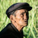 Un Ancien Au Marché Sur Le Bord De La Route Après Bulangshan