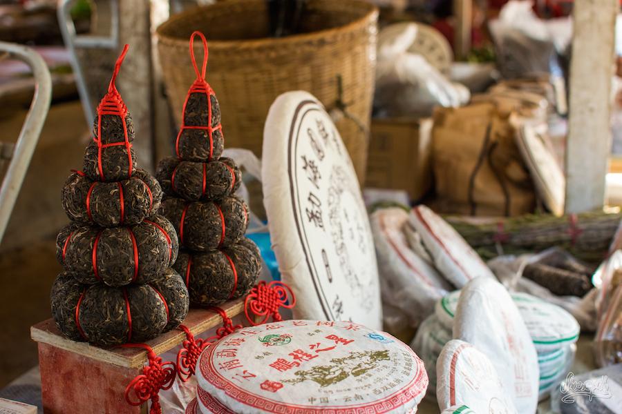 Galettes de thé et boulettes en pyramide