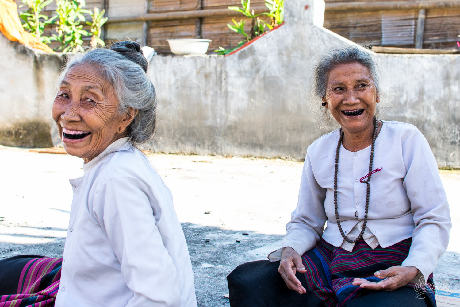 The two old Dai ladies with black teeth from Manbo's temple