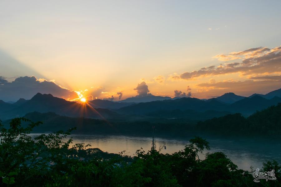 Coucher De Soleil Depuis Le Mont Phou Si