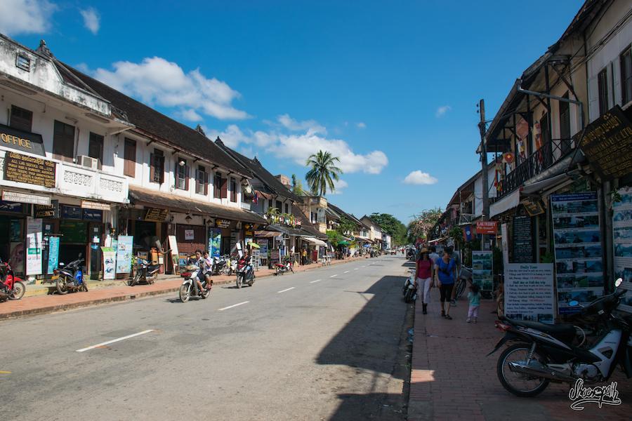 Sisavangvong Road, La Rue Principale De Luang Prabang