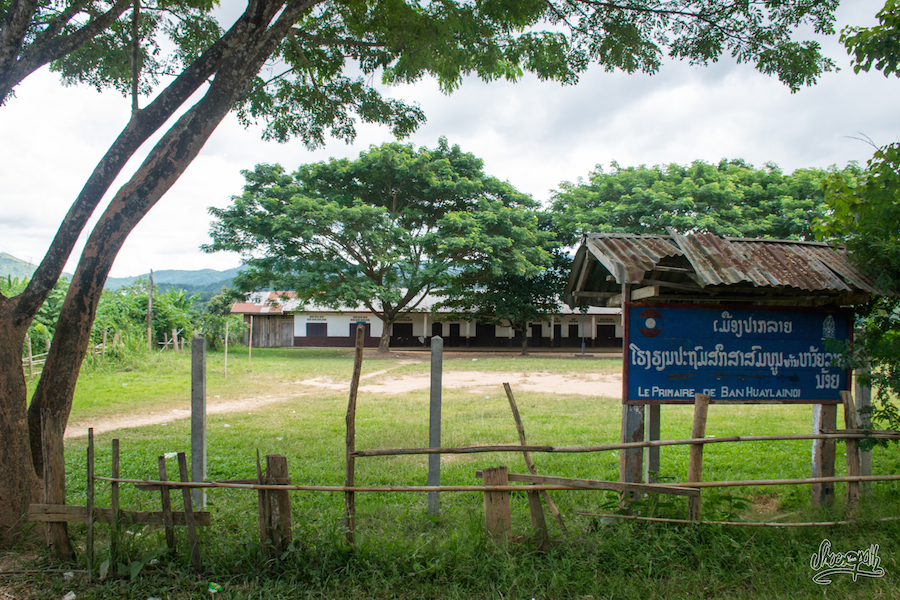 L'école de Paklay, sur les bords du Mékong. Y'a des instits qui veulent postuler ? :-)