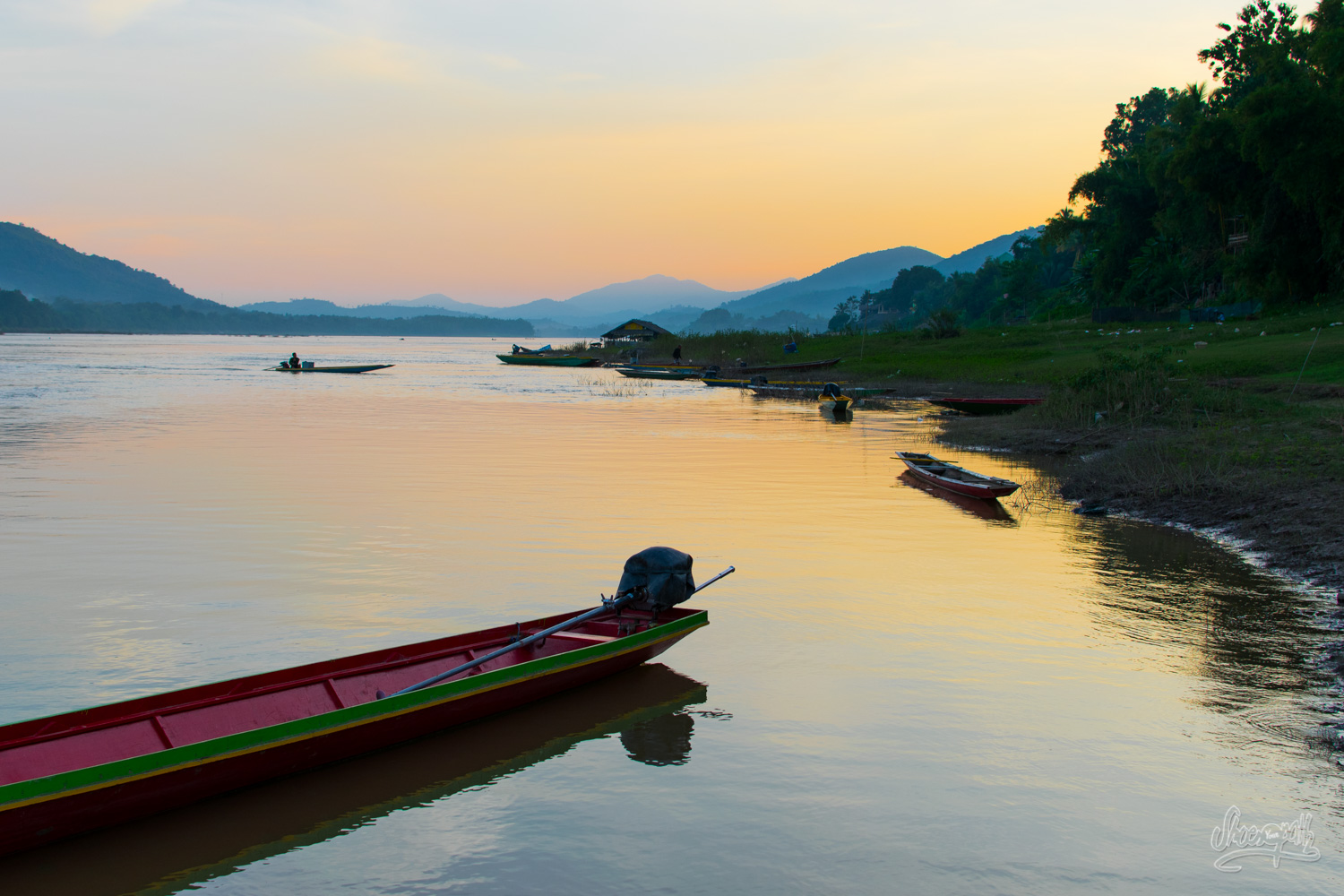 Sunset on the banks of the Mekong in Paklay