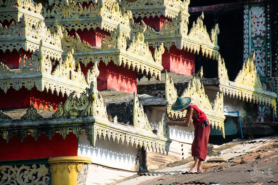 Sur les toits d'un temple de Hpa An
