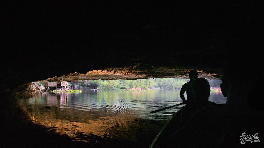 Retour En Piroque Après Avoir Traversé Saddar Cave