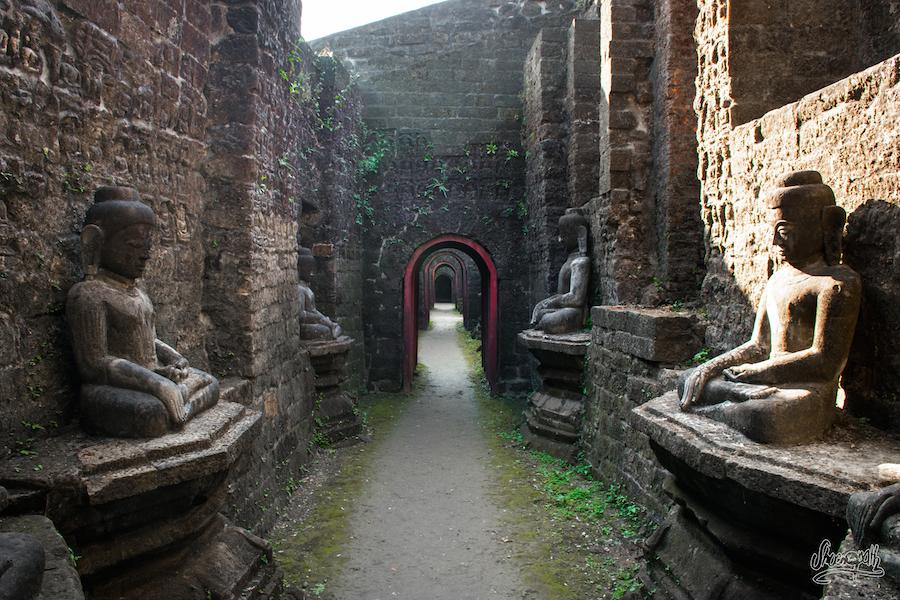 Dans Les Galeries De Koe Taung, Le Temple Au 90000 Bouddhas