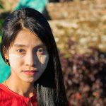 Une Belle Birmane... Mais Pourquoi Pose-t-elle Si Sérieusement Alors Que Son Sourire était Si Beau ?