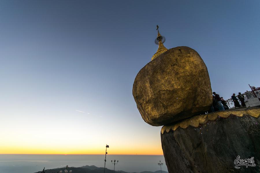 Derniers rayons de soleil sur le Golden Rock
