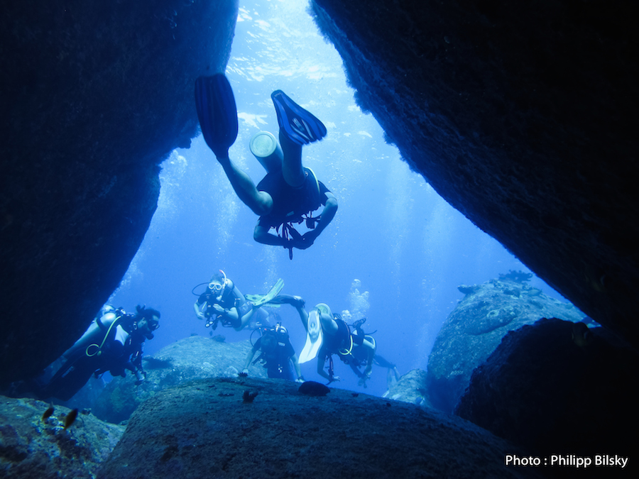 Sortie De Tunnel Dans Les Sites De Granit Des Similan Islands