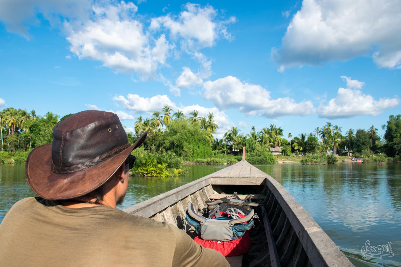 En route vers les 4000 îles secrètes, en évitant les îles touristiques, à bord d'une barge de pêcheur