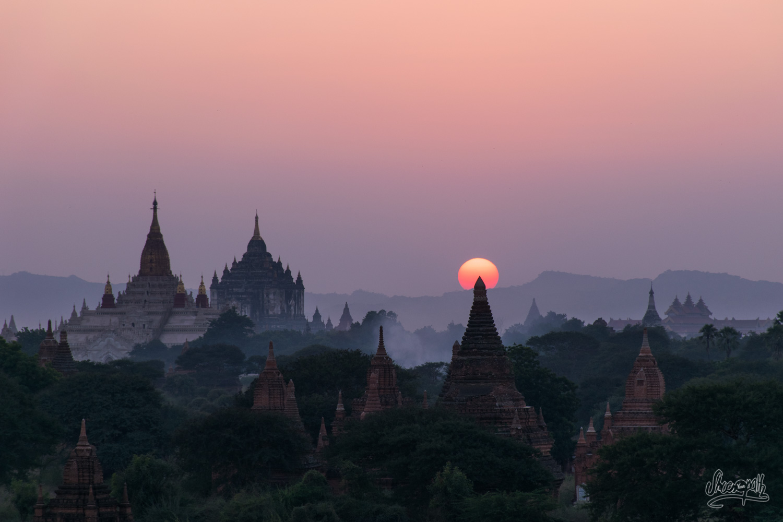 Coucher De Soleil Rosé Sur Les Pagodes De Bagan