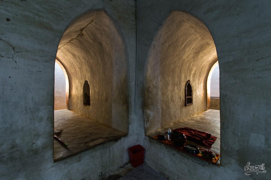 Dans Les Couloirs Des Temples...
