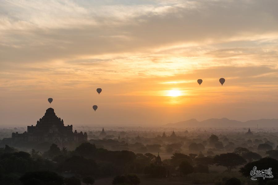Lever De Soleil Sur La Plaine Des Temples De Bagan