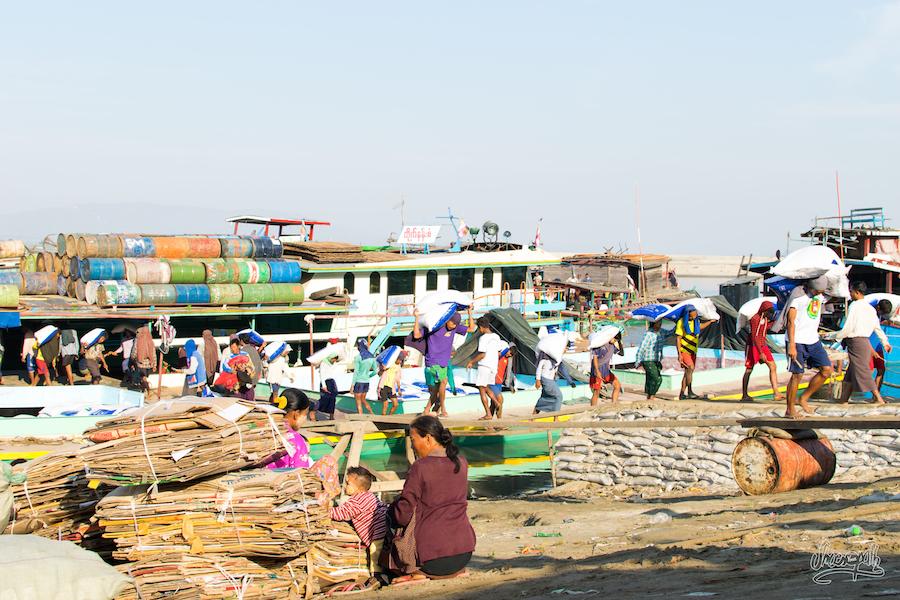 Déchargement De Cargo à Mandalay
