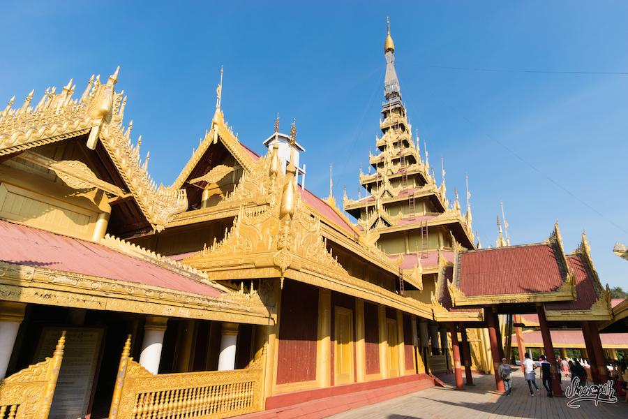 Le long du palais royal de Mandalay