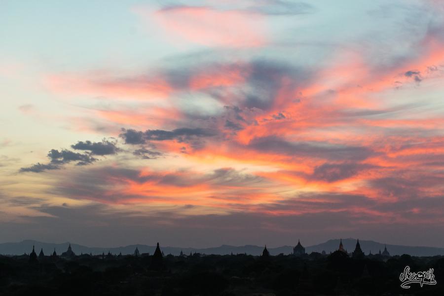 20mn après la disparition du soleil derrière l'horizon, alors que tous les touristes sont partis, le ciel dévoile ses meilleures couleurs