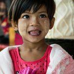 Une Jeune Birmane à L'église