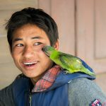 L'homme et le perroquet