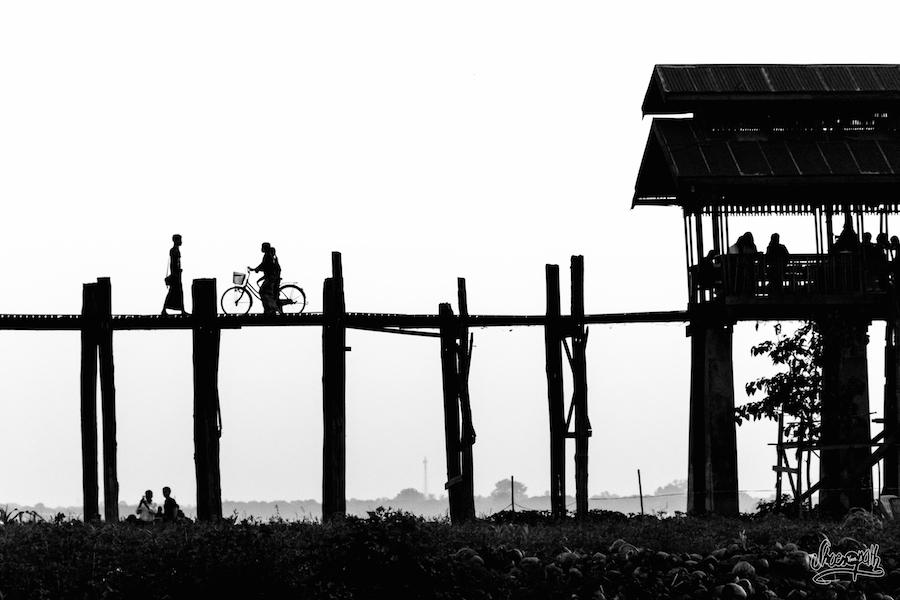 Sur le pont d'U Bein, on y pédale ou on y marche