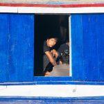 Un Marin Dans Un Cargo Amaré Aux Docks De Mandalay