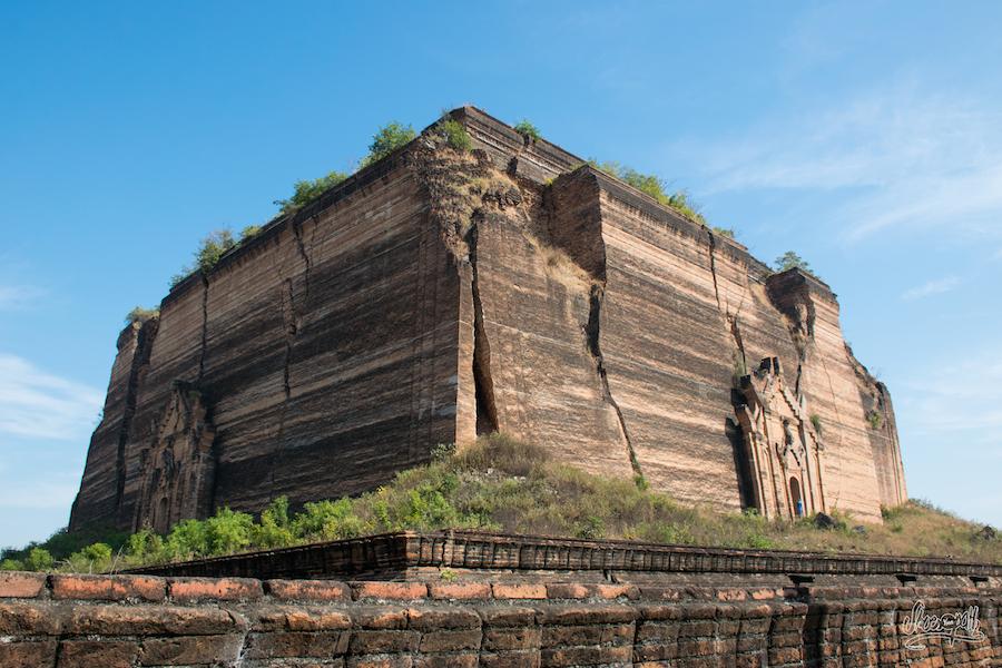 La pagode de Mingun. Le plus gros tas de brique du monde comme disent les birmans