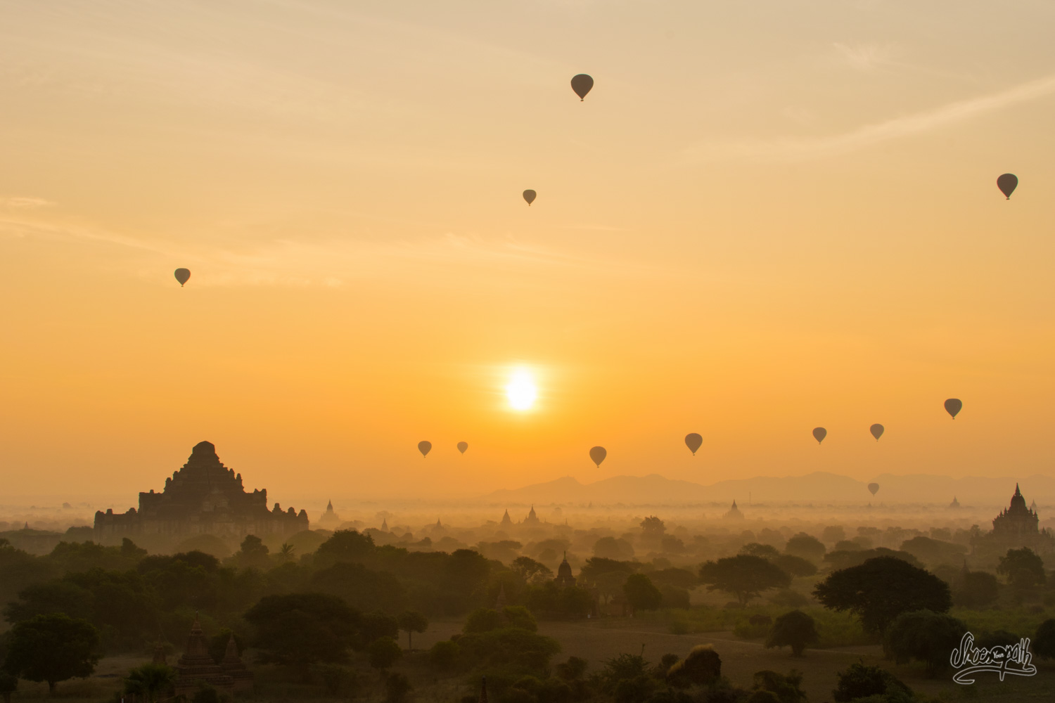 Let the show begin ! Hot air ballons flying over the pagodas of Bagan during sunrise.