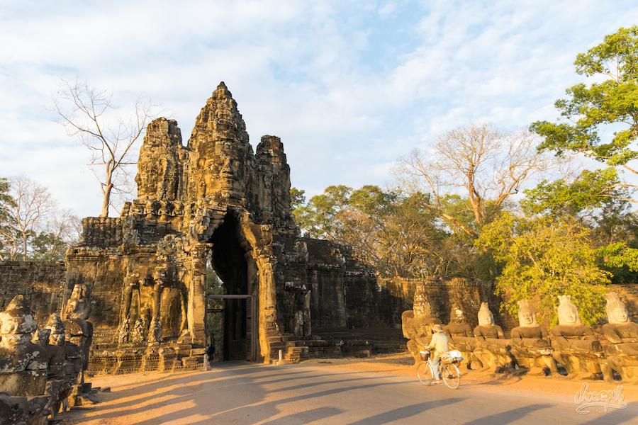 La Porte D'entrée D'Angkor Tom... Ca En Jette Hein ?