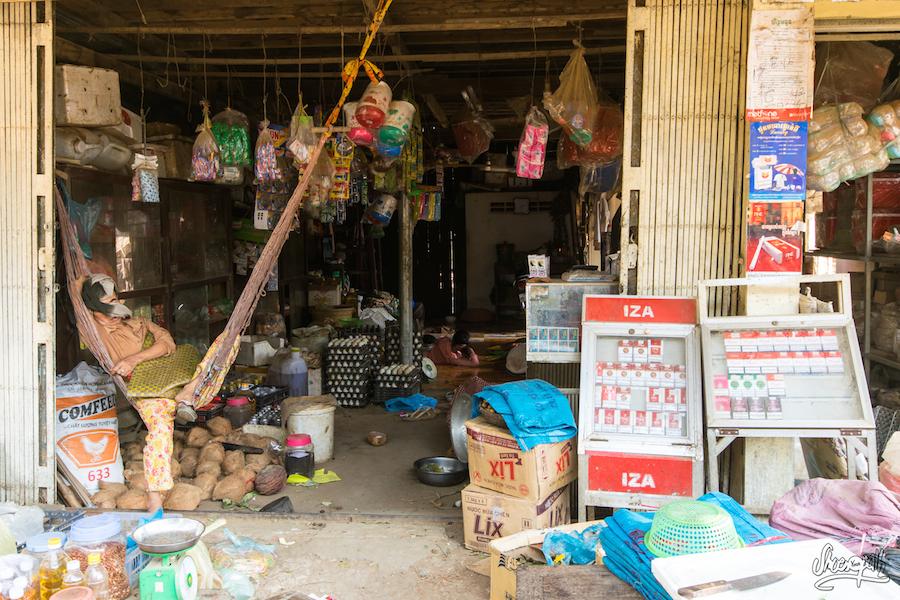 Supermarché local dans un village Cham