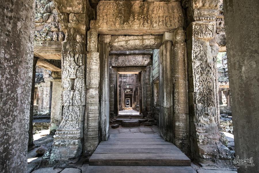 Les Longs Couloirs Du Preah Khan