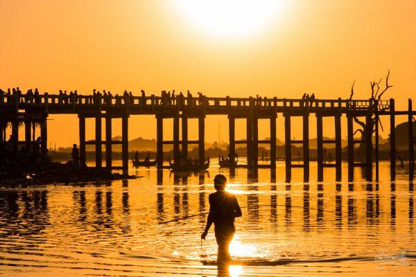 Un Pêcheur Rentre Du Boulot En Fin D'après-midi à U Bein