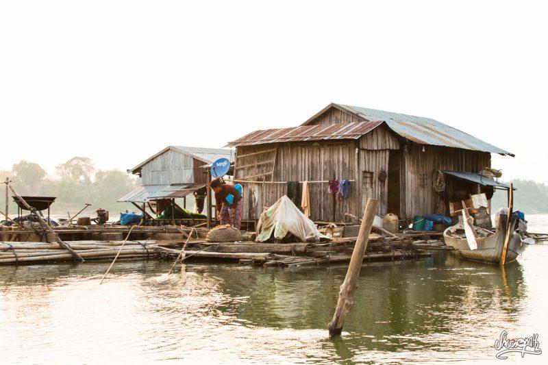Coucher De Soleil Sur Le Village Flottant De Kho Trong