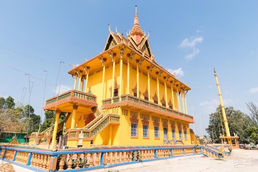 Joli temple sur Kho Oknha Tei