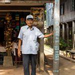 Notre Guide De Chau Doc Sous Une Maison Du Village Cham. Remarques Sur Le Poteau Le Niveau Des Crues Du Fleuve...