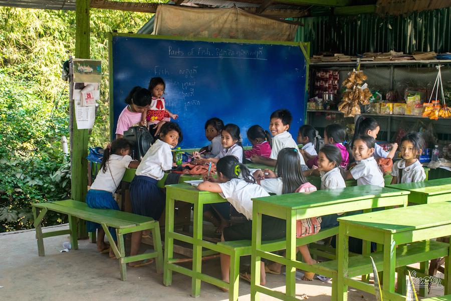 A L'école D'anglais Sur Les Bords Du Mékong