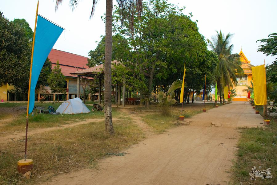 Campement Dans Un Temple Le Long Du Mékong