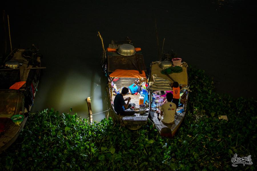 Les Plus Démunits Vivent à Même Leur Barge