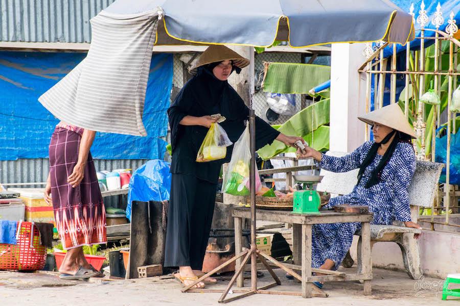 Les Femmes Musulmanes Sur L'île Cham En Plein Marché