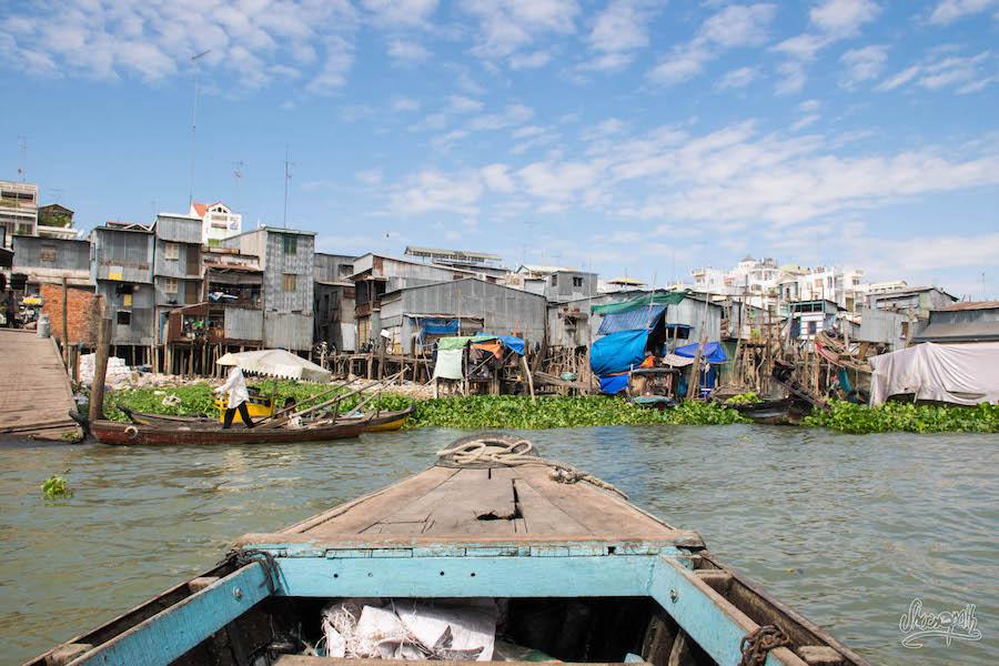 Chau Doc Et Ses Docks Délabrés