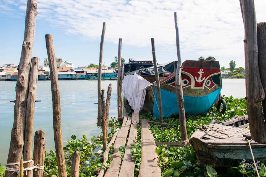 Sur La Jettée à Chau Doc On Embarque Pour Le Marché Flottant