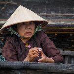 Une Vietnamienne Venue Faire Ses Emplettes Au Marché Flottant De Can Tho