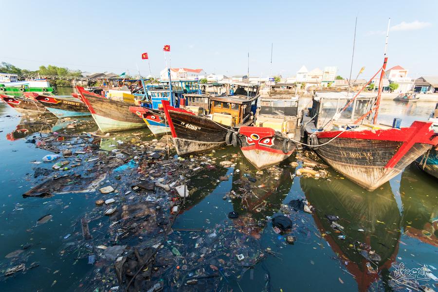 Bateaux de pêche dans le port de Dinh Van