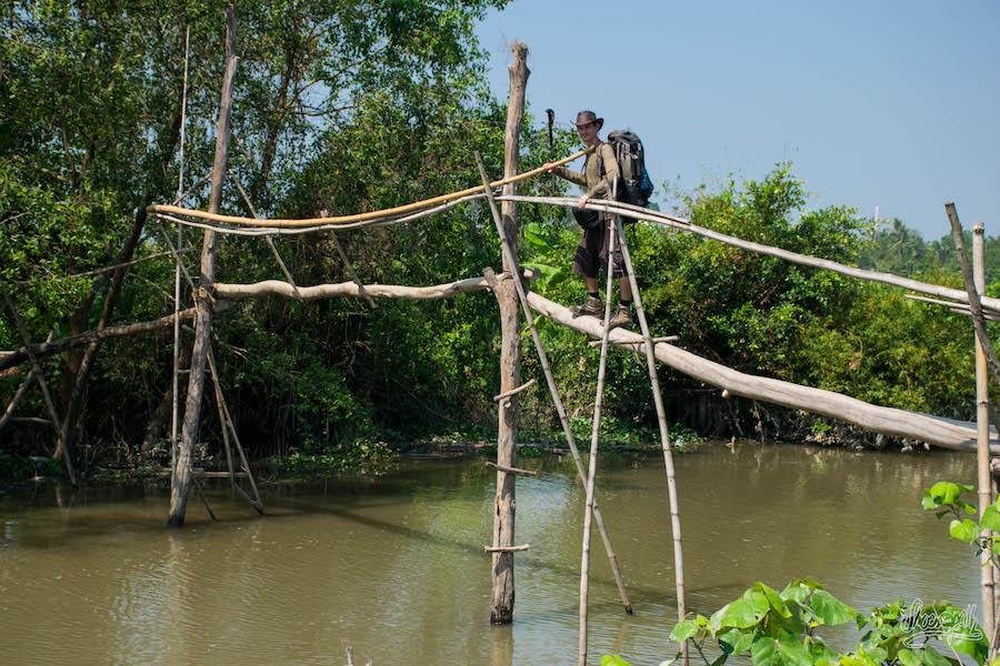 En équilibre au dessus d'un canal...