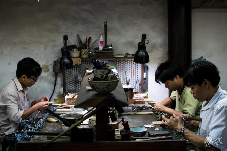 Des artisans d'art en plein travail