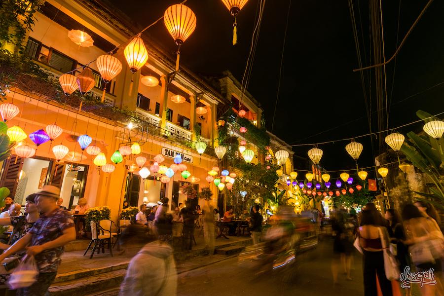 La nuit à Hoi An, les lampions colorent les rues