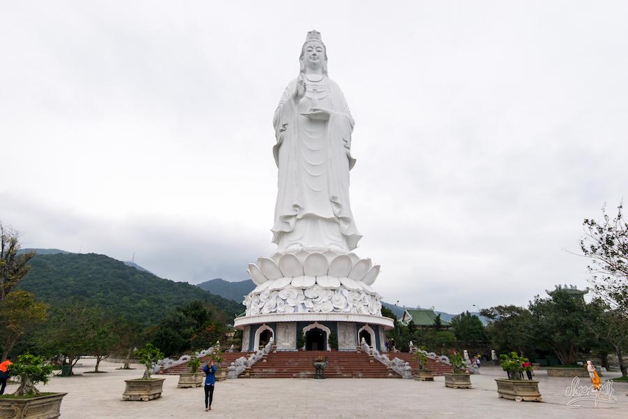 Sa majesté Lady Bouddha et ses 72m de marbre blanc