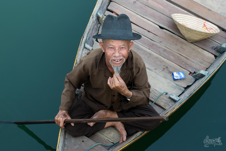 Un batelier, admirateur d'Ho Chi Minh