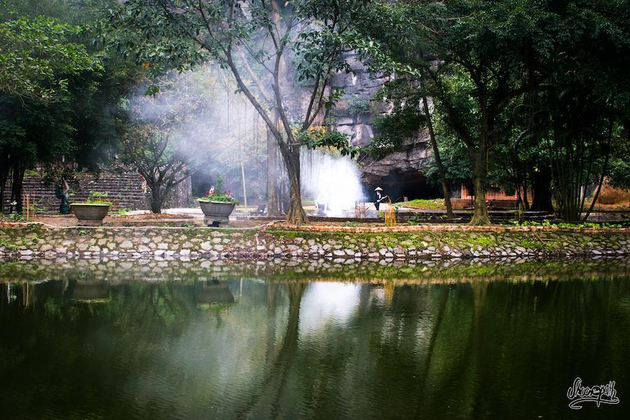 A La Base De Hang Mua, Sur Le Petit îlo Au Centre Du Lac
