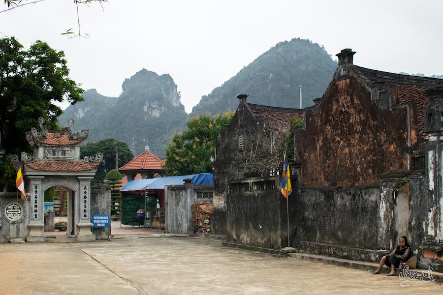 A quelques mètres d'Hoa Lu, l'ambiance est différente...