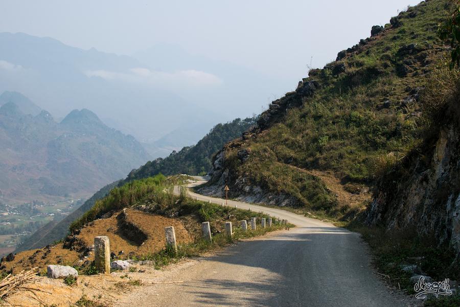 Routes sinueuses de montagne