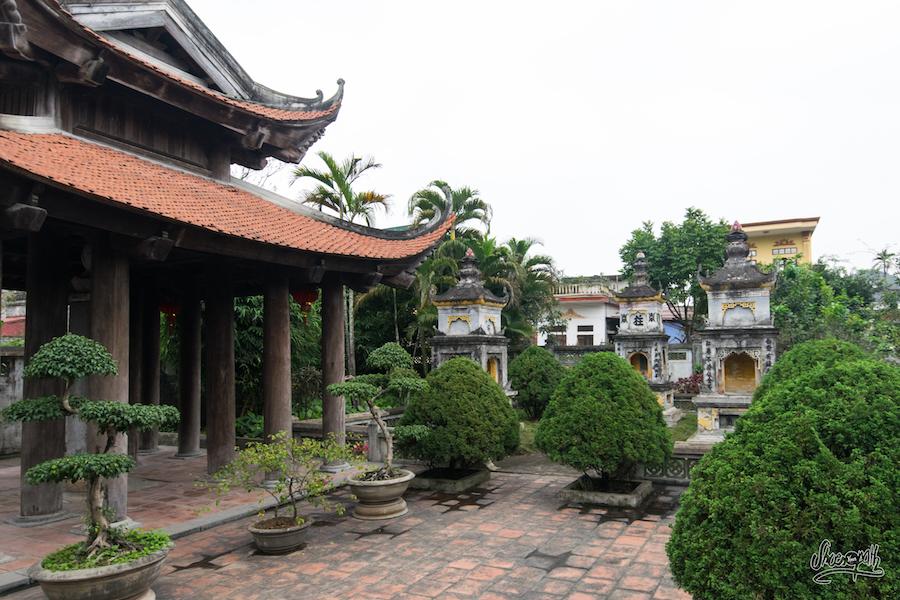 ... Et Pourtant On Y Trouve Des Vestiges De Temples Anciens Délaissés Par Les Touristes